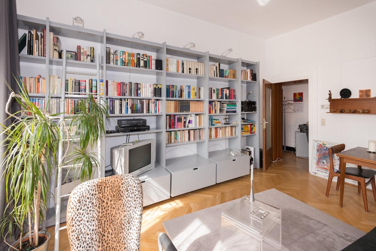 Ganze Wohnung (2ZKB) zentral in HD
