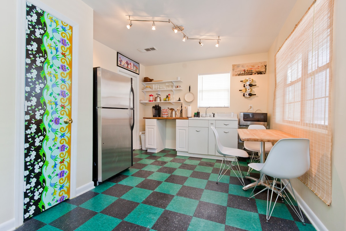 Don't you just want to hang out in this kitchen?