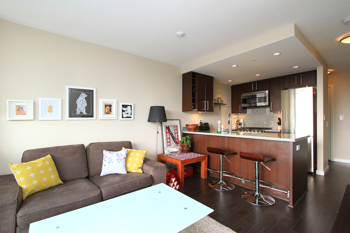 Modern 1BD Condo with City View