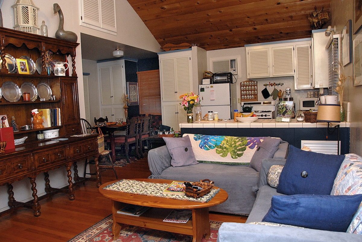 Living room, kitchen, as you enter the cottage. Quilts are handmade by my mother.