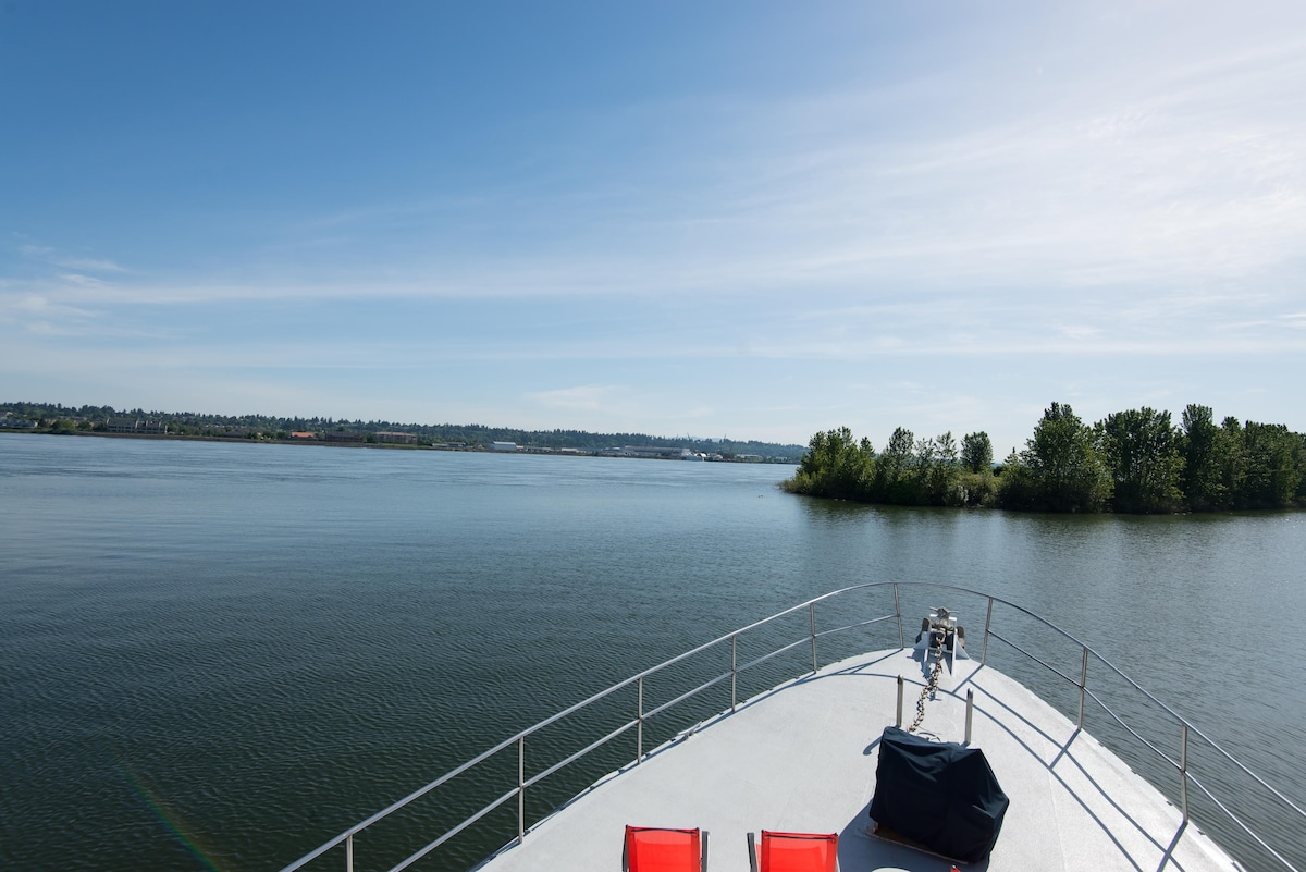 Off the bow of Zephyr is a stunning view of the Columbia River, Mount Hood can be seen as well.