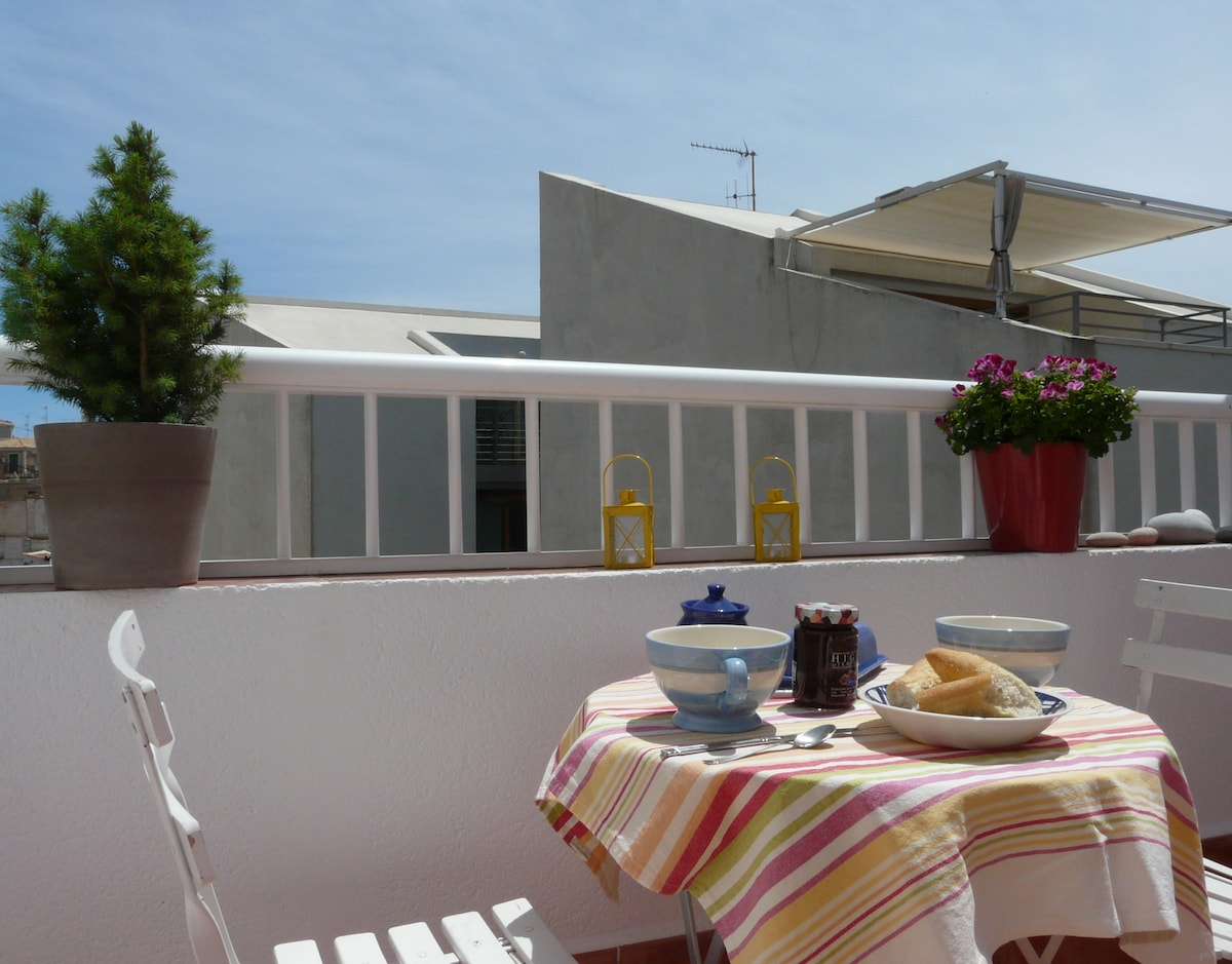 Cosy Central Appt with Terrace