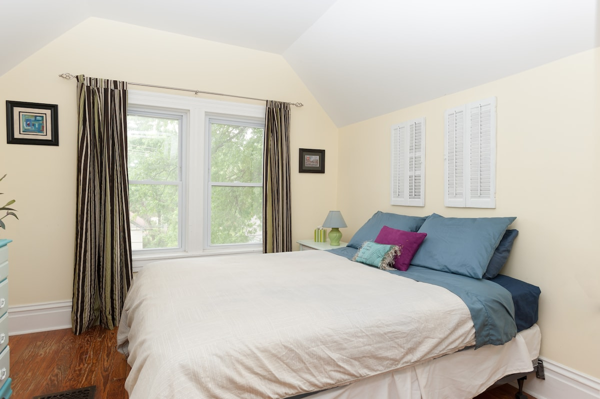 Costwise Cottage Room, Forest Park