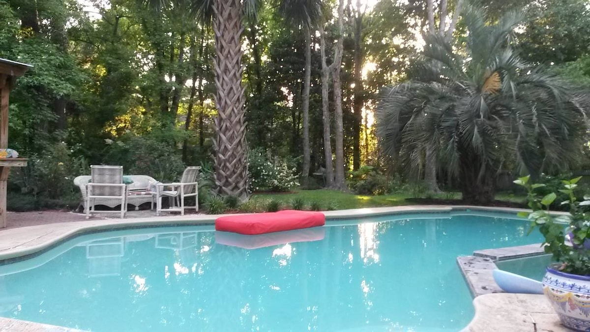 2 Bdrms w/ pool, near Beach & Chas