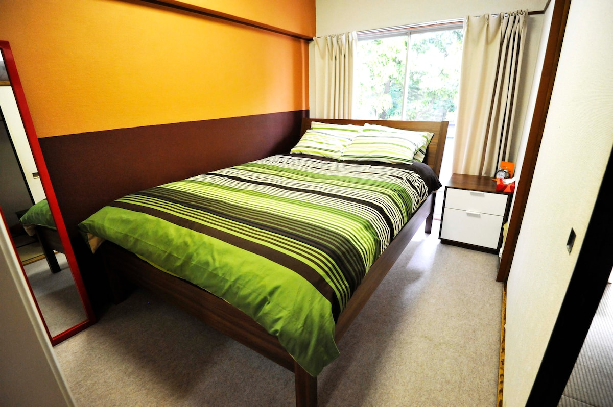 2nd bedroom has a large double sized bed - linens and towels provided