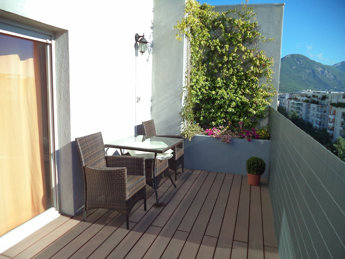 The balcony, Ideal for a drink watching the rosy sunset on the mountains