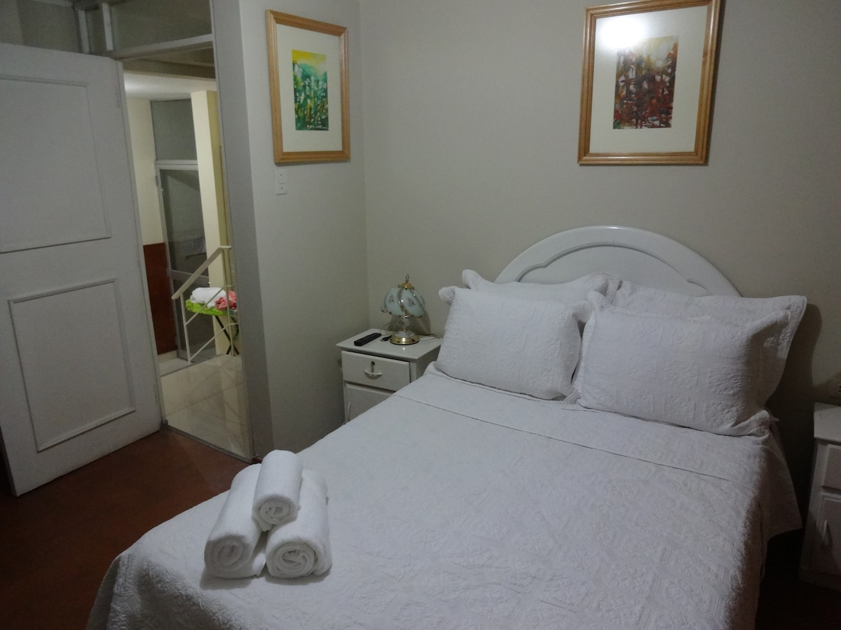 Room 1 (double bed)