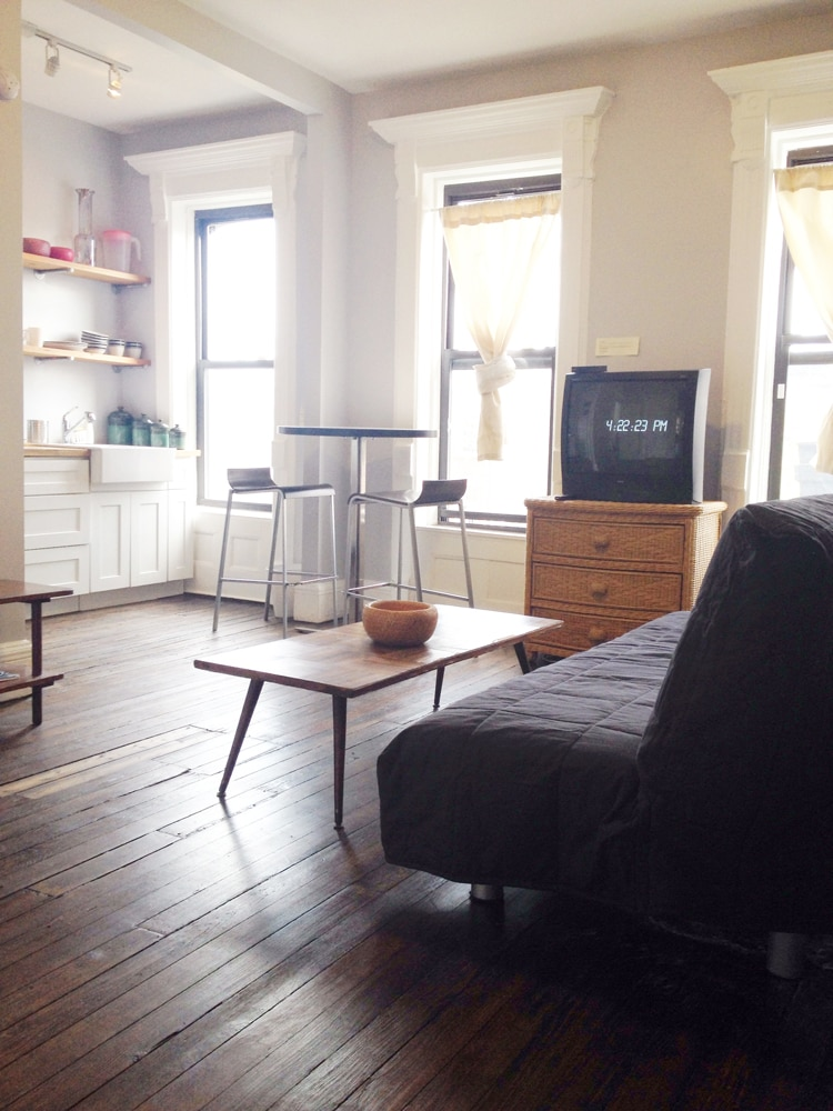 Clean Large Living Room and Kitchen w/ futon