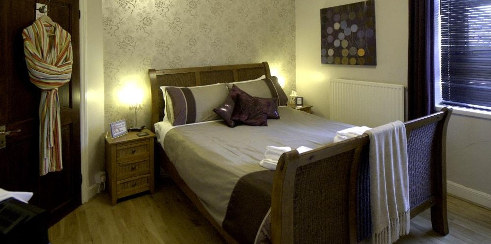 Cardiff castell room, a large room with king bed
