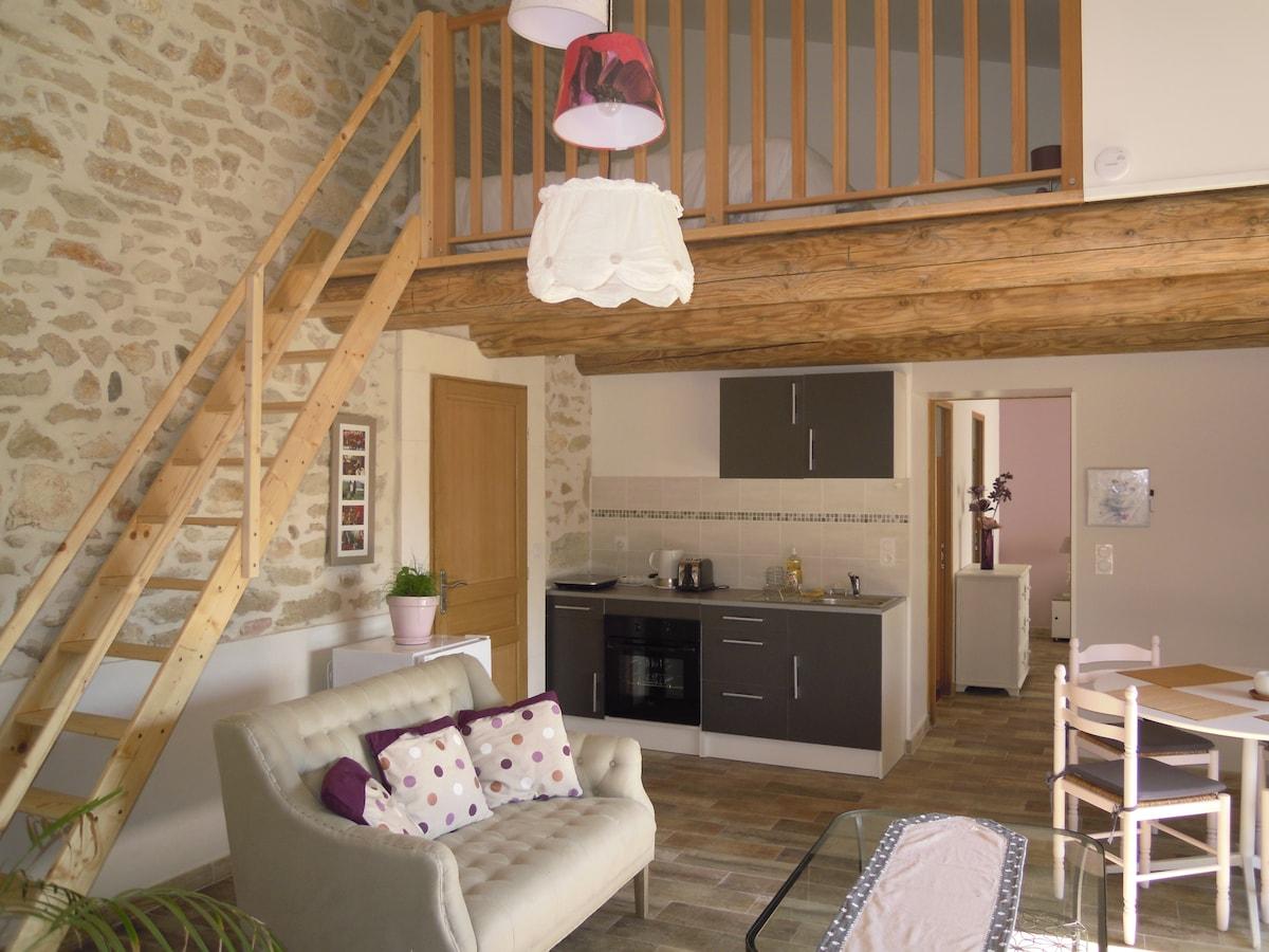 le coin cuisine, vue sur la mezzanine (lit double)