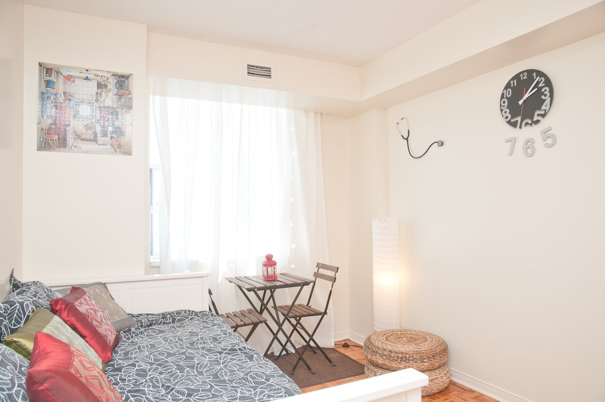 Cute & Cozy Room in Downtown