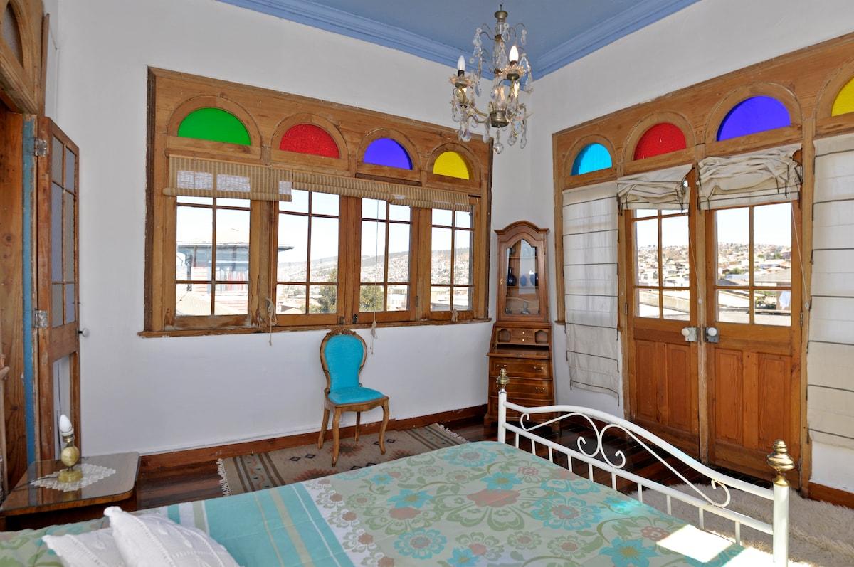 Valpo Romantic Suite in family home