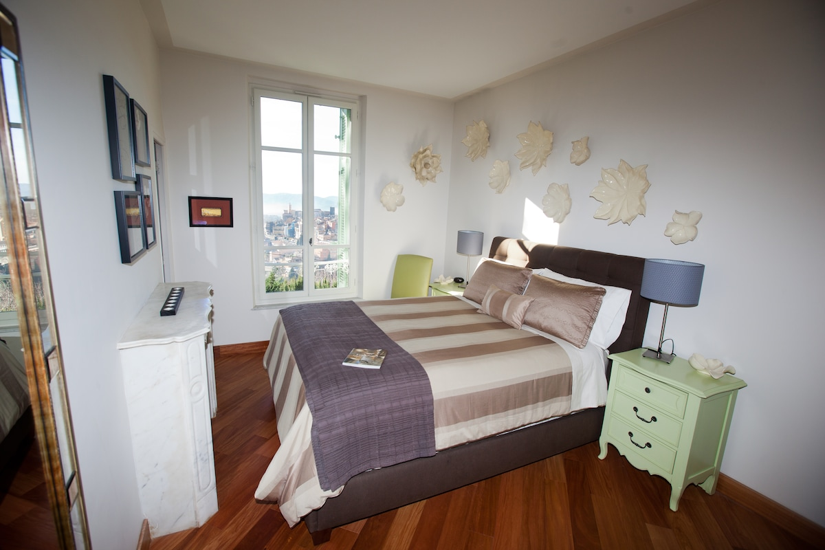 The 'Magnolia' Room (queen size bed)