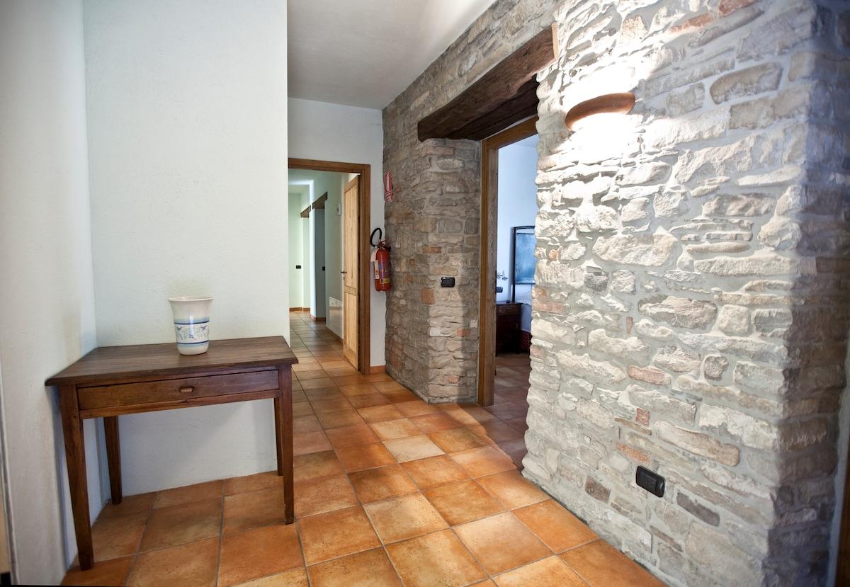 Il corridoio di accesso alle camere e al salotto