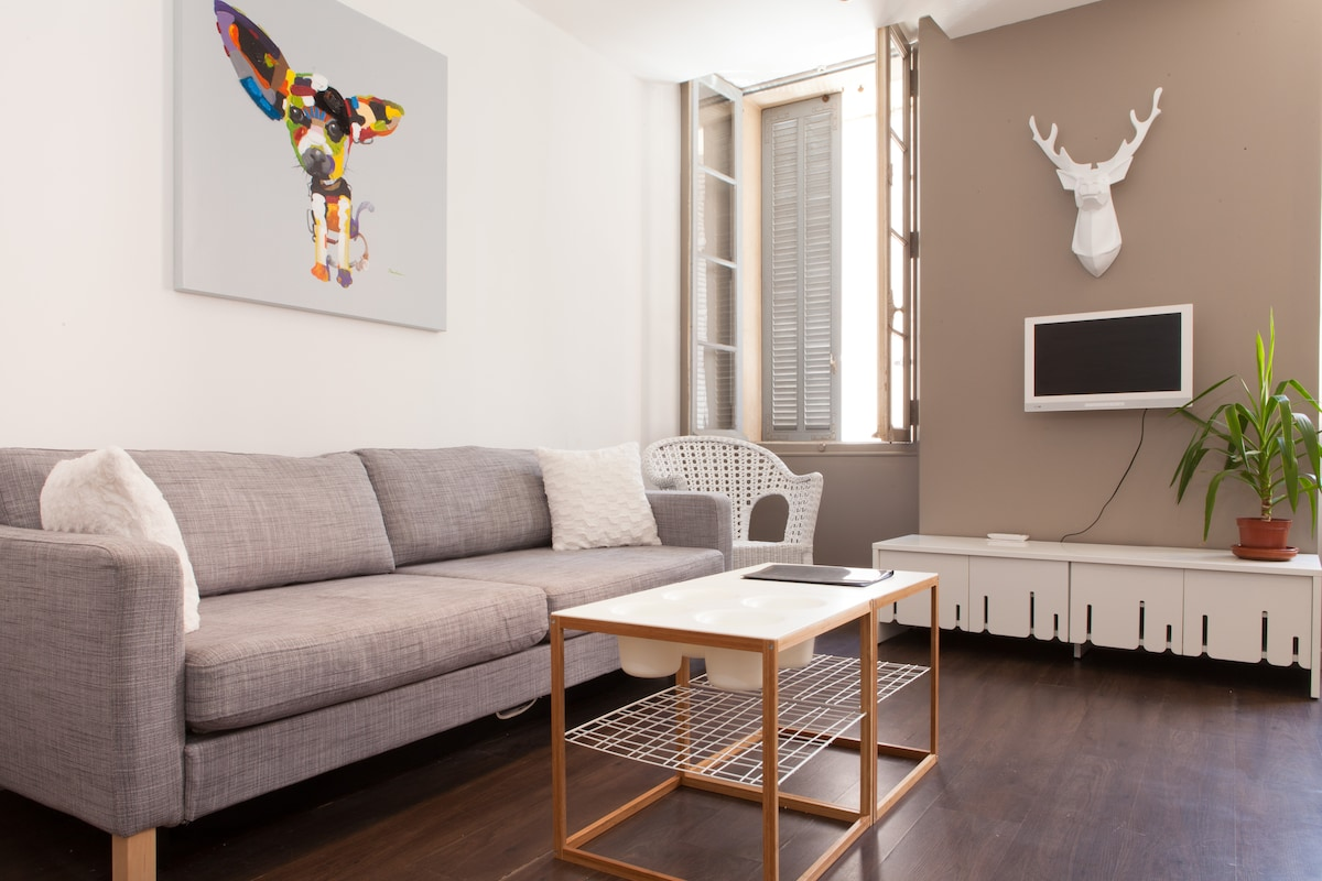 Apt in Cannes old town (le Suquet)