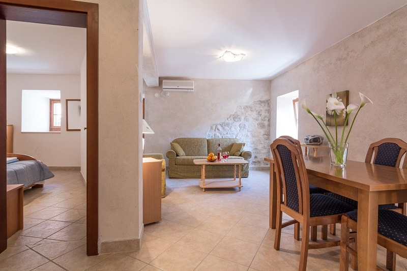 Open plan living and dining area with FREE WiFi and Smart TV with Satellite channels