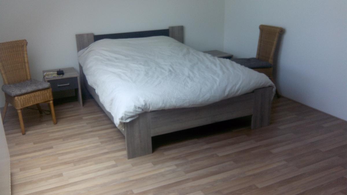 Tweepersoonsbed, ruime slaapkamer.