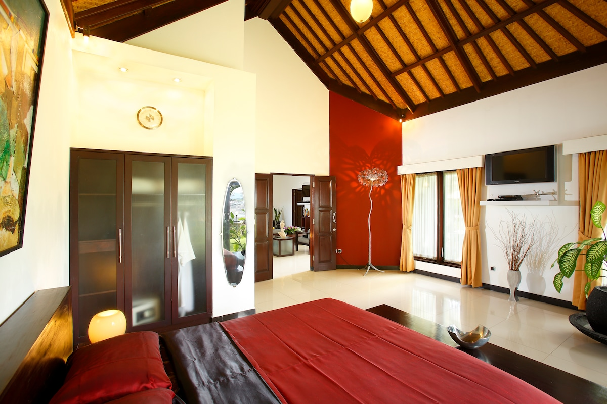 The nicely decorated  spacious master bed room, with ensuite open air bath room