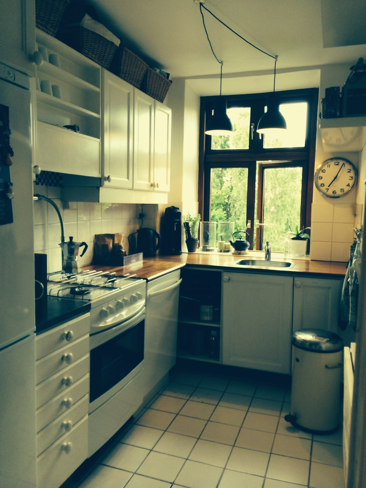 Nice and functional kitchen with a view of the beautiful garden. Dishwasher fridge freezer gas stove and oven.