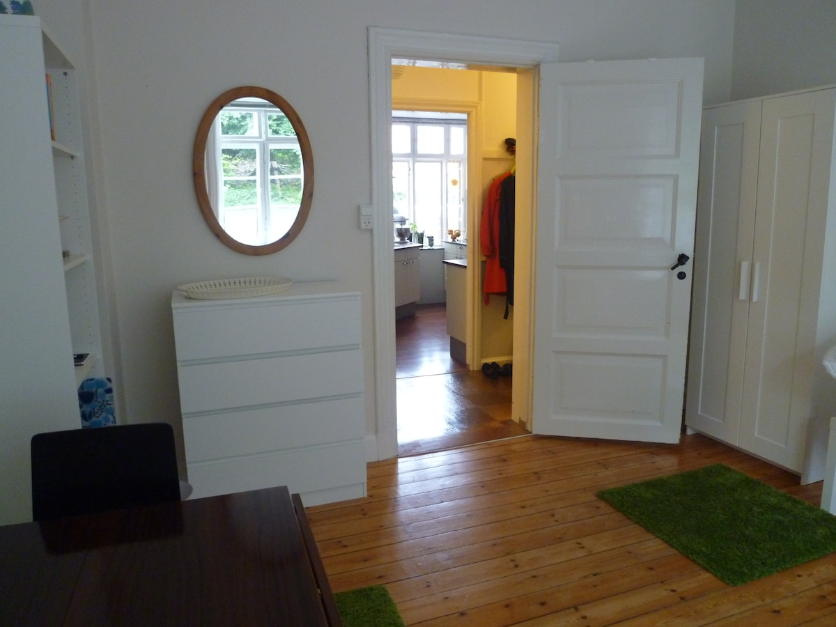 Here you see in to the kitchen and to the hallway.