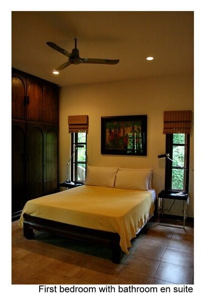 Queensize double bedroom with ensuite shower and toilet