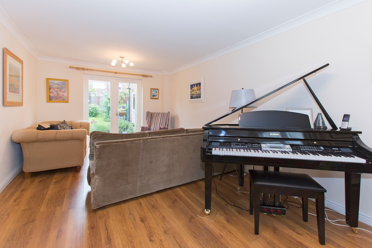 Play the baby grand piano (or cheat and put it on demo!)