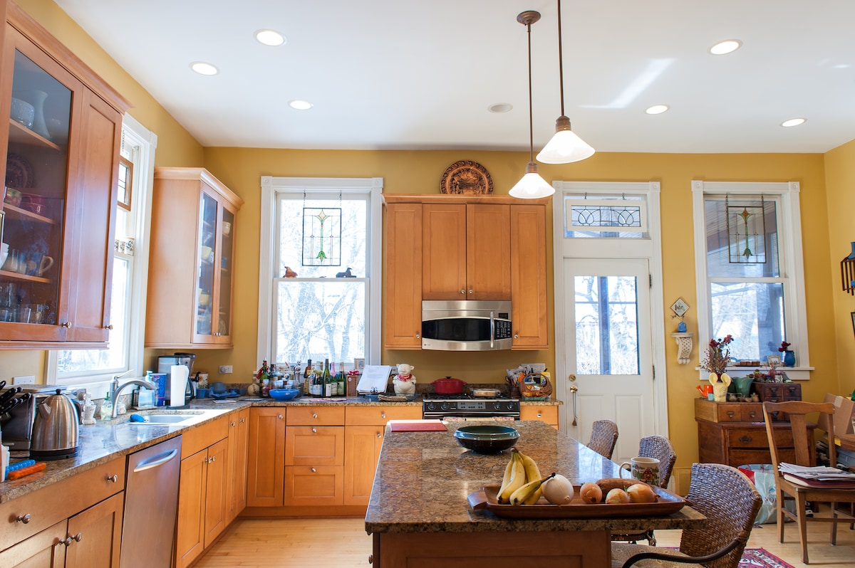 A beautiful, spacious kitchen for all to use