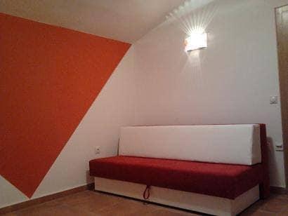 - Wir bieten Zimmer und Apartments