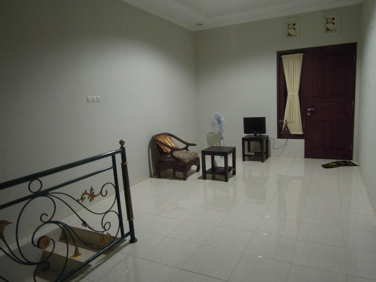 2nd floor, hall