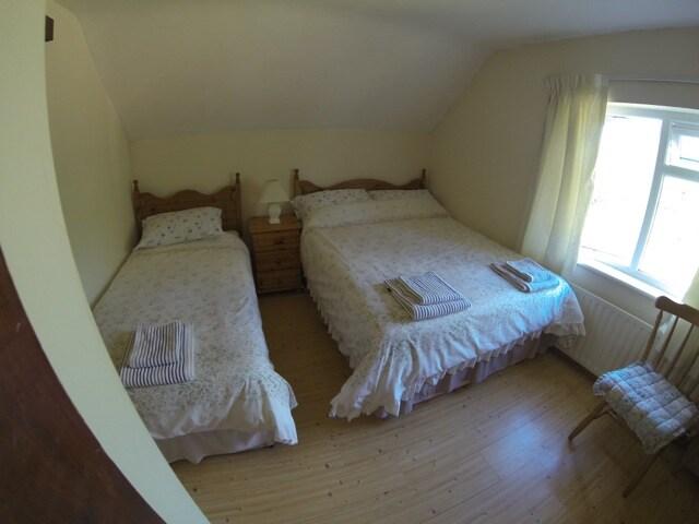 Cozy Family room sleeps 3 ensuite