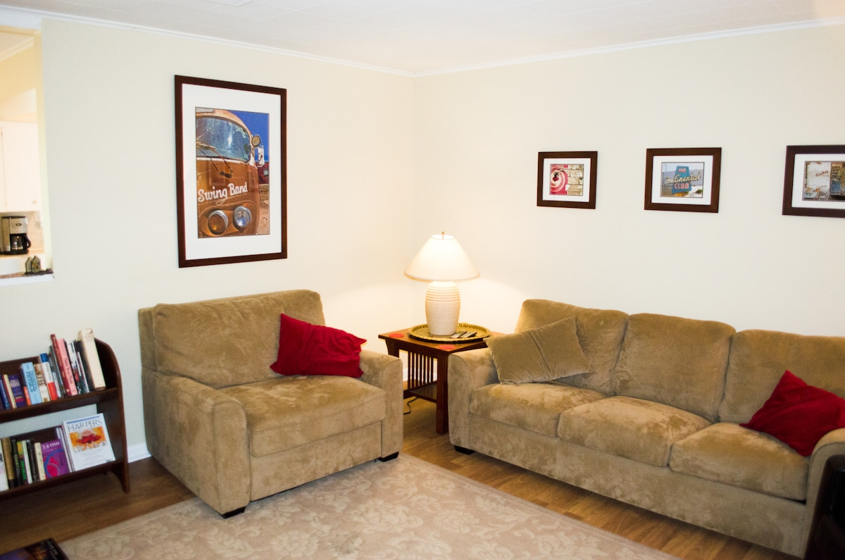 » 3 bed, sleeps 6, 2 miles to DT