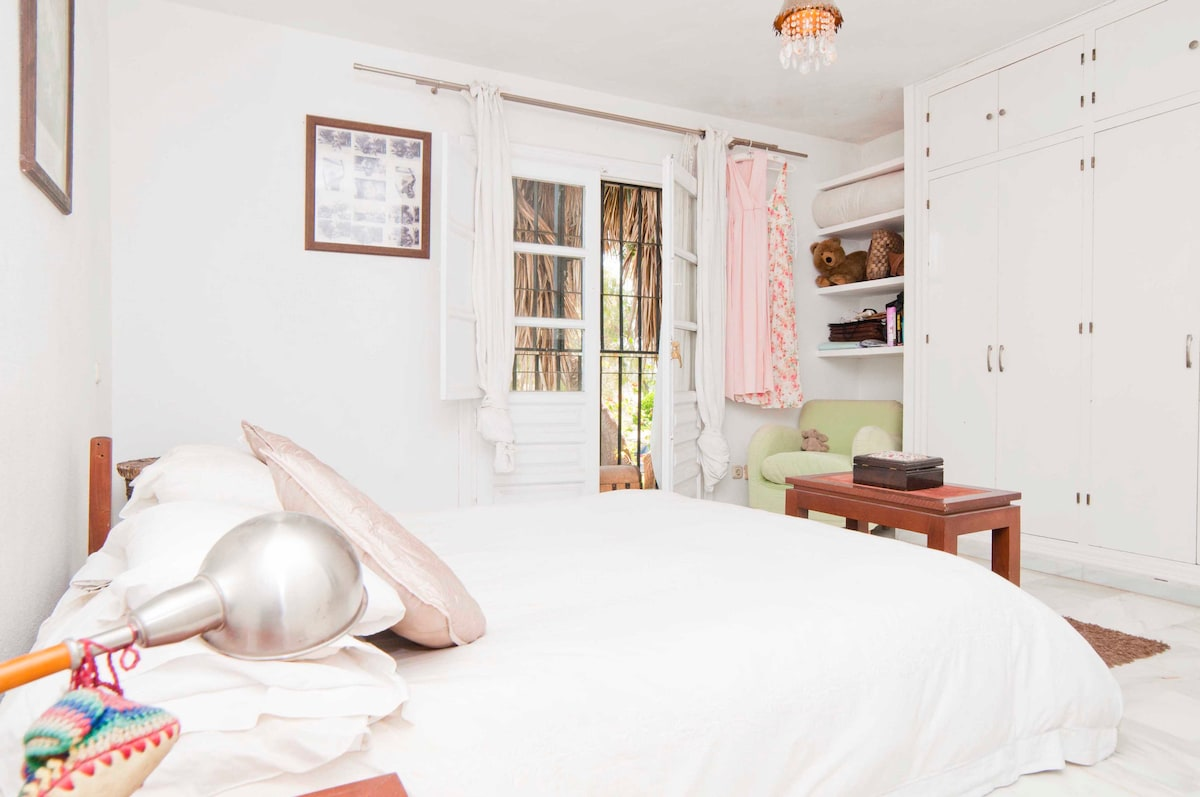 Airy and spacious room with ensuite