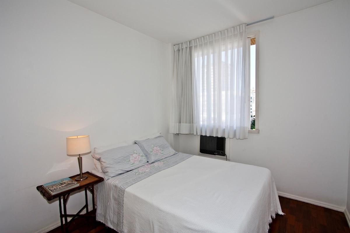 Cozy artist apartment in Leblon