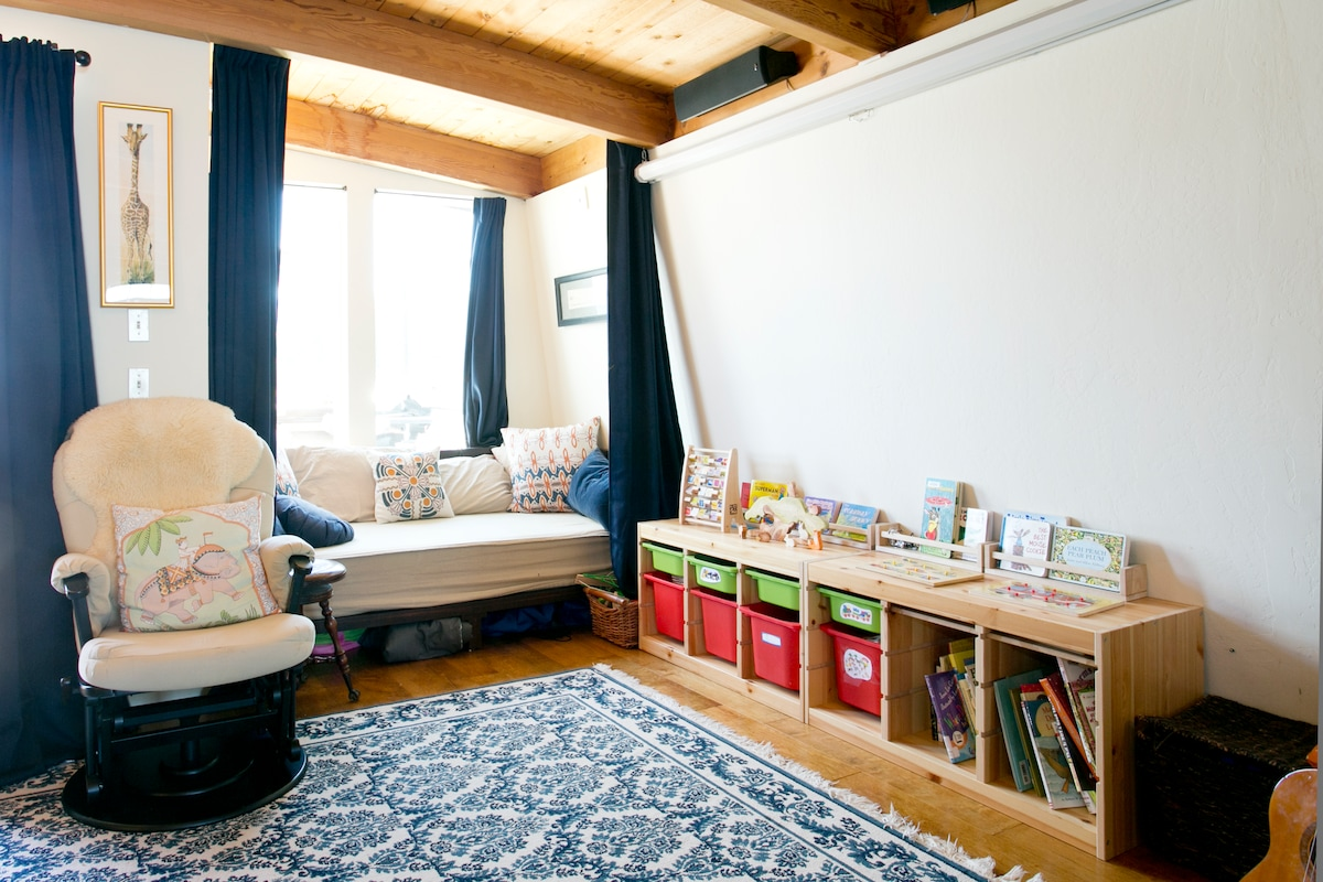 Scenic Houseboat - Family Rm w/Bath