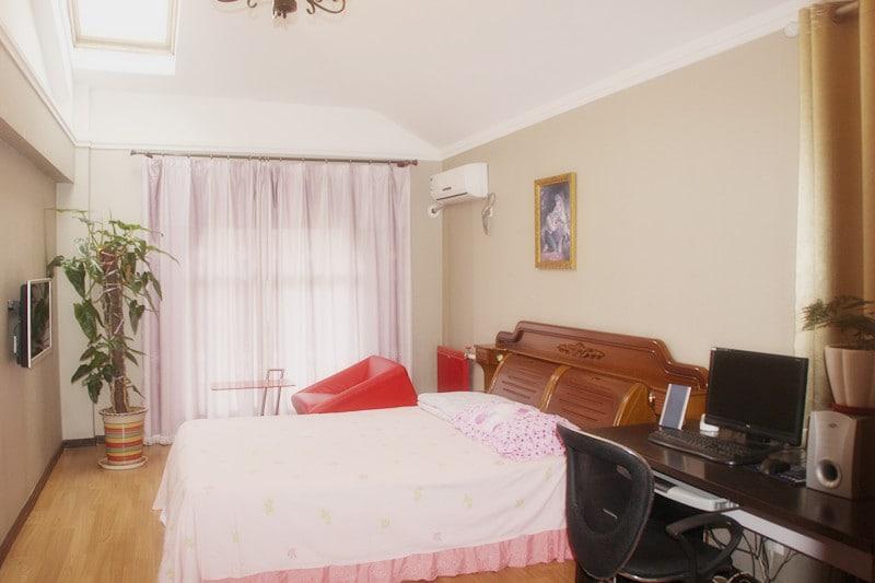 温馨舒适、宽敞明亮洁净的卧室