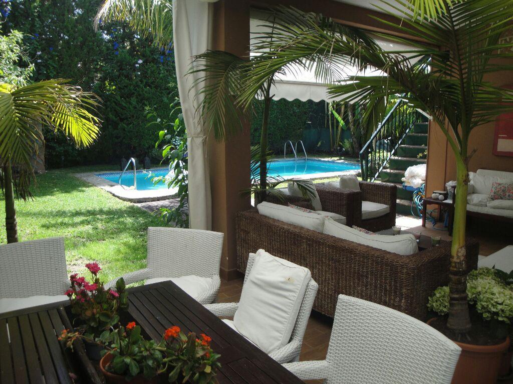 Room and bath next to Puerto Banús