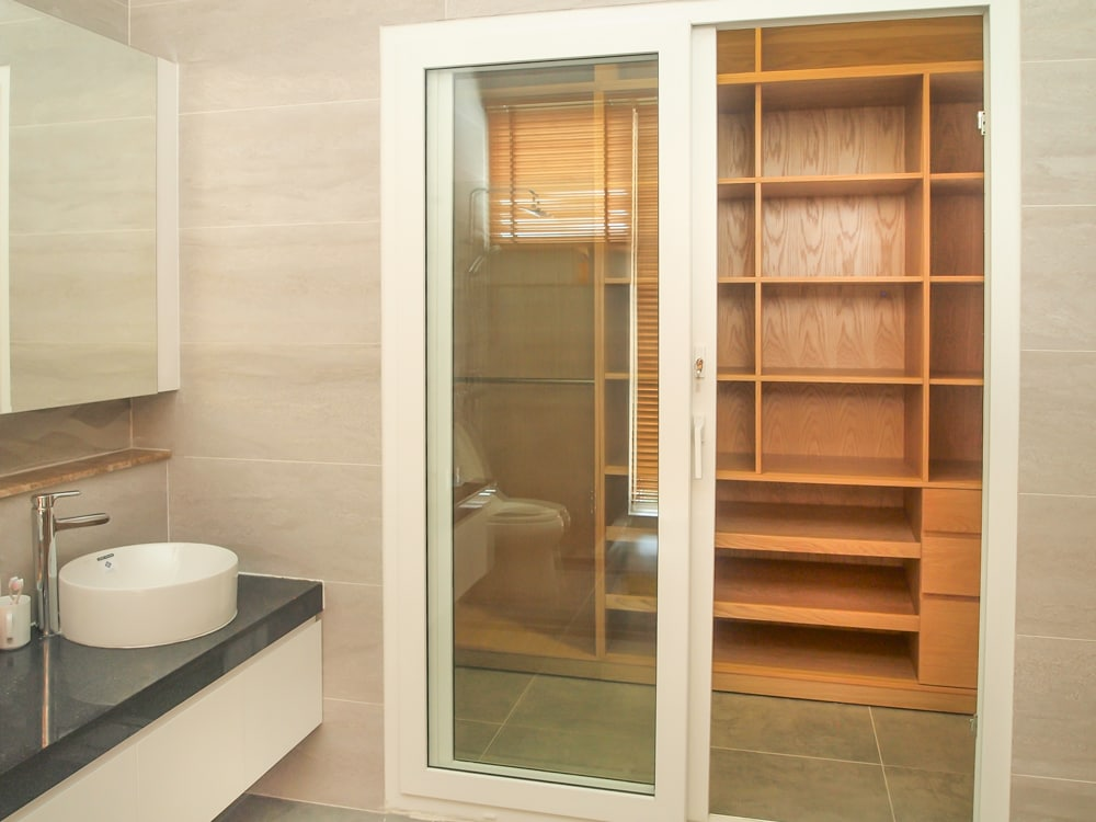 Huge private bathroom with Walk-in Wardrobe
