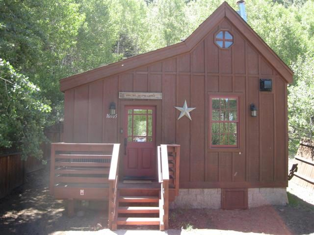 Luxury Historic Truckee River Cabin