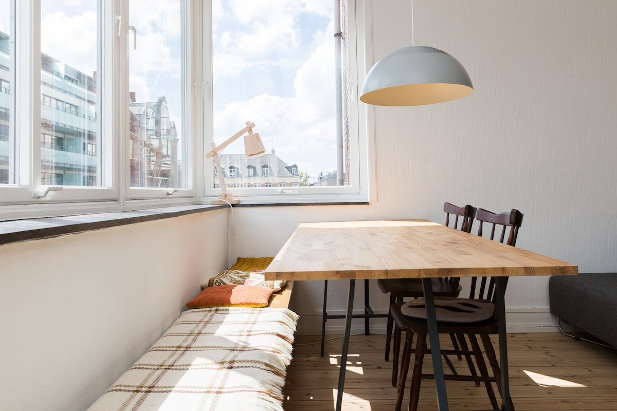 One of our favourite furniture - the bench by the dining table. Has a great view overlooking Frederiksberg.