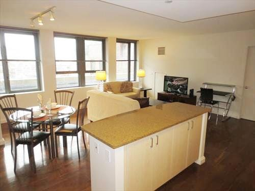 [1168-2/1] Lux 2BR Apt in Downtown
