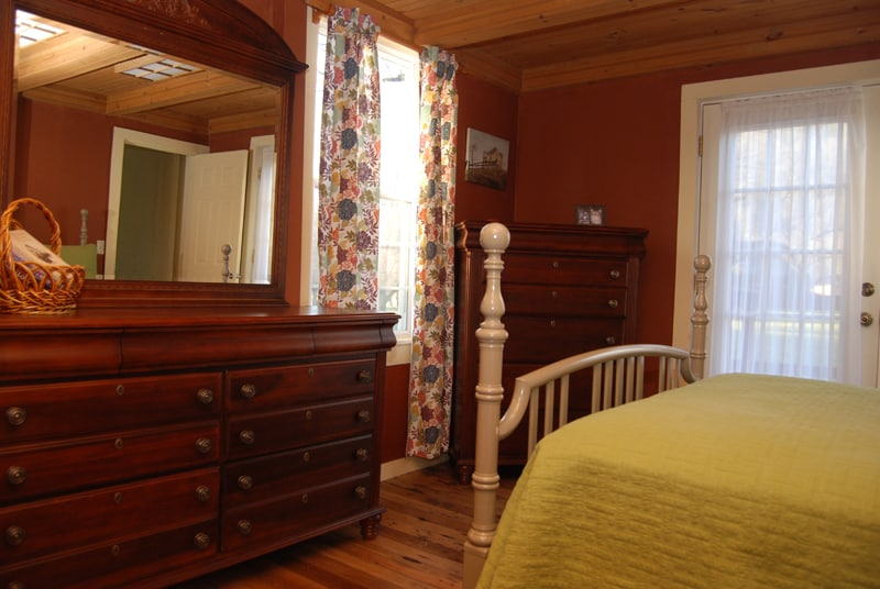 Second downstairs bedroom with one double bed.