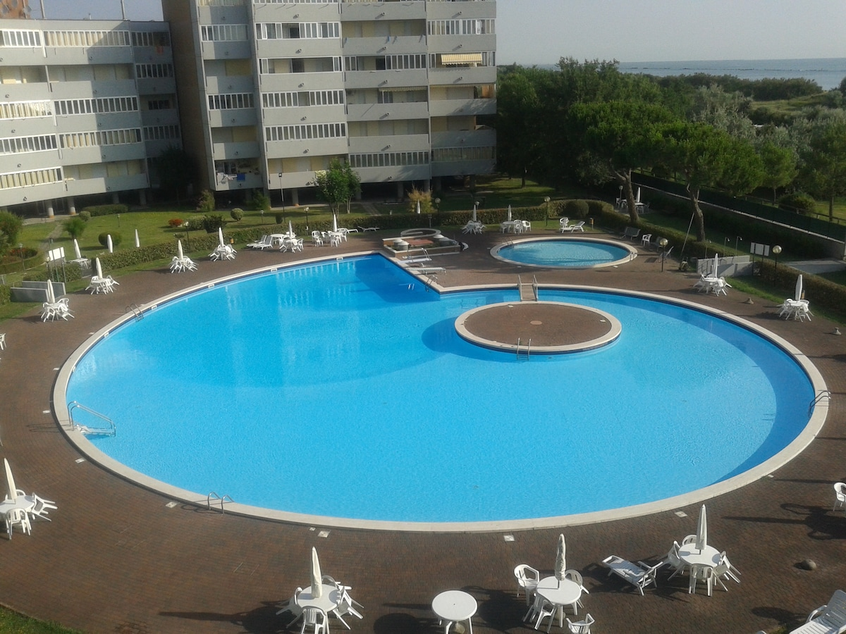 Nice flat on sea with swimming pool