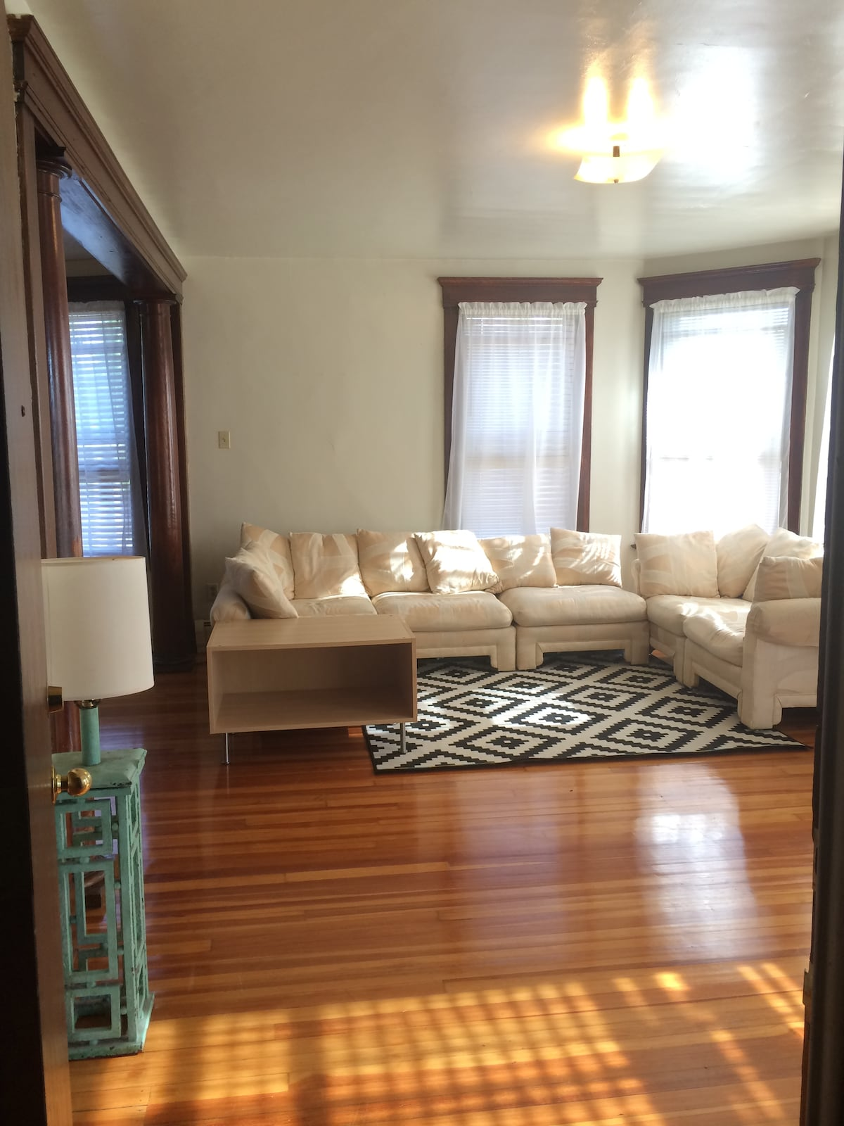 Room in Gorgeous Sunsoaked Yale Apt