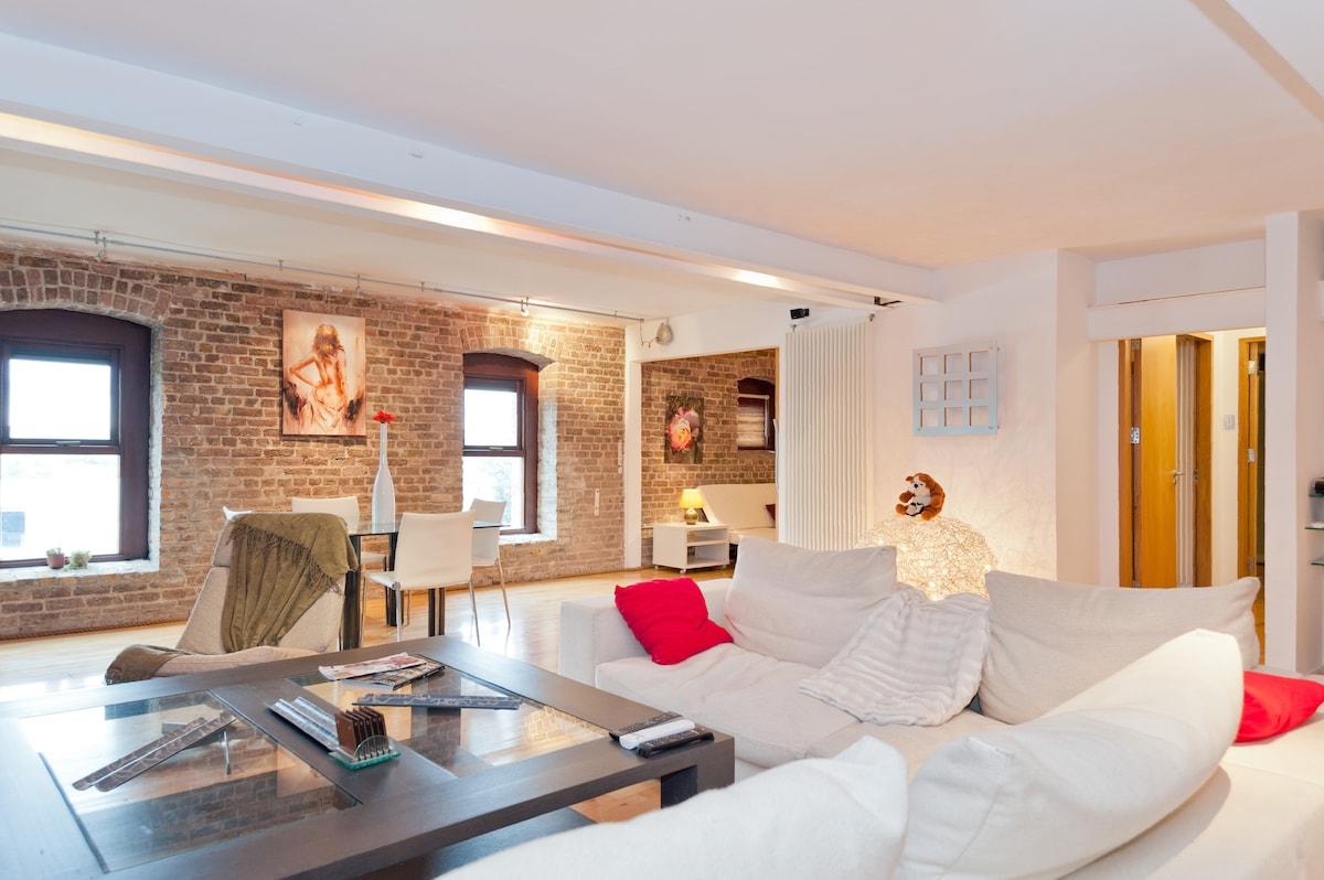 Central Lux 2Bedroom Loft Apartment