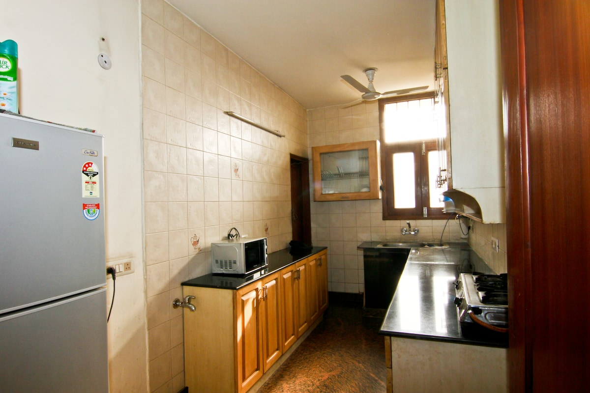 Kitchen with gas to cook