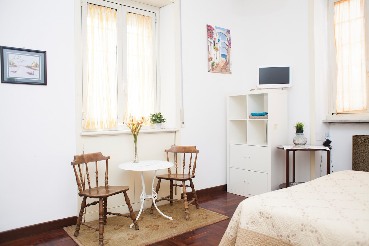 Double bedroom in the heart of Rome