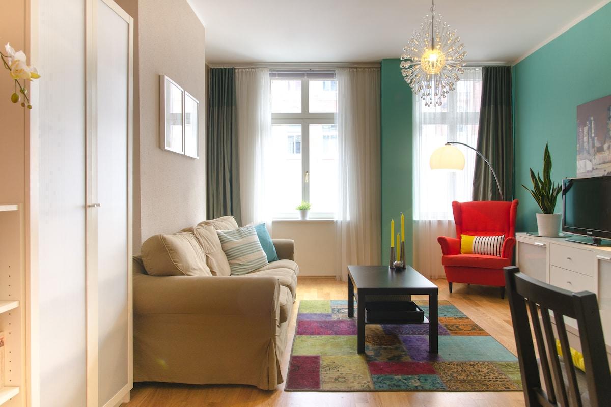 Das großzügige Wohnzimmer bietet ausreichend Platz...