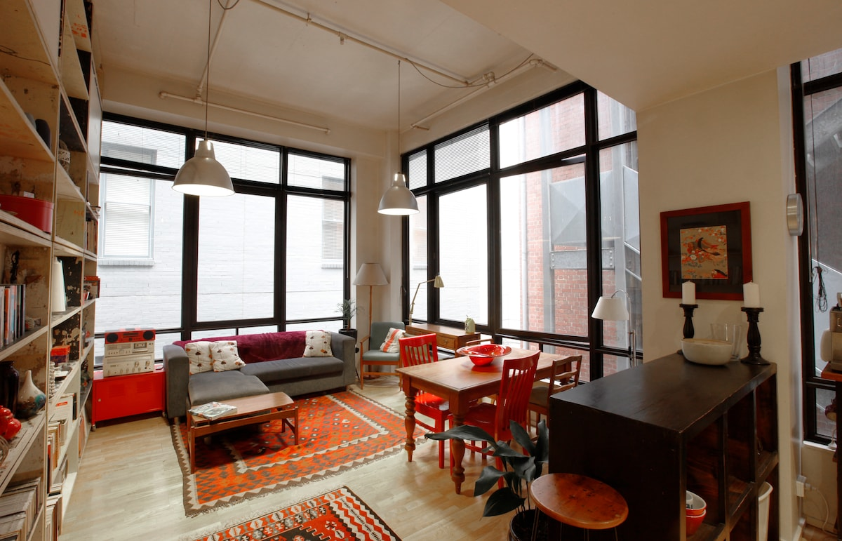 Beautiful old warehouse conversion in the heart of Melbourn's CBD on Flinders Laneway