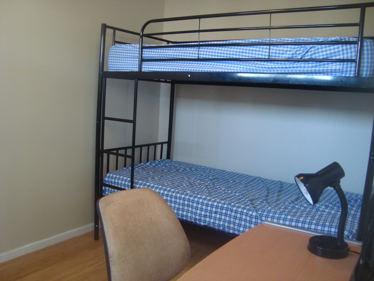 Twin share room in a Comfy Home