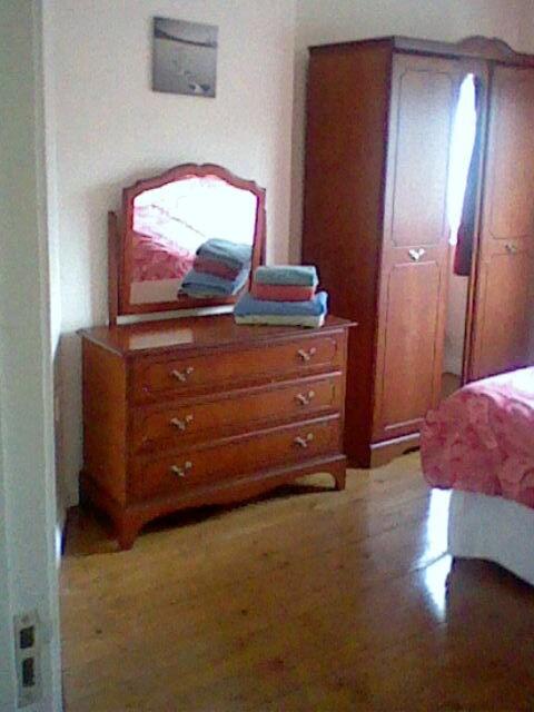 Double bedroom with en suite shower/wc.